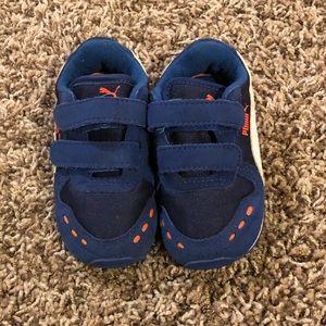 Blue children's pumas size 5